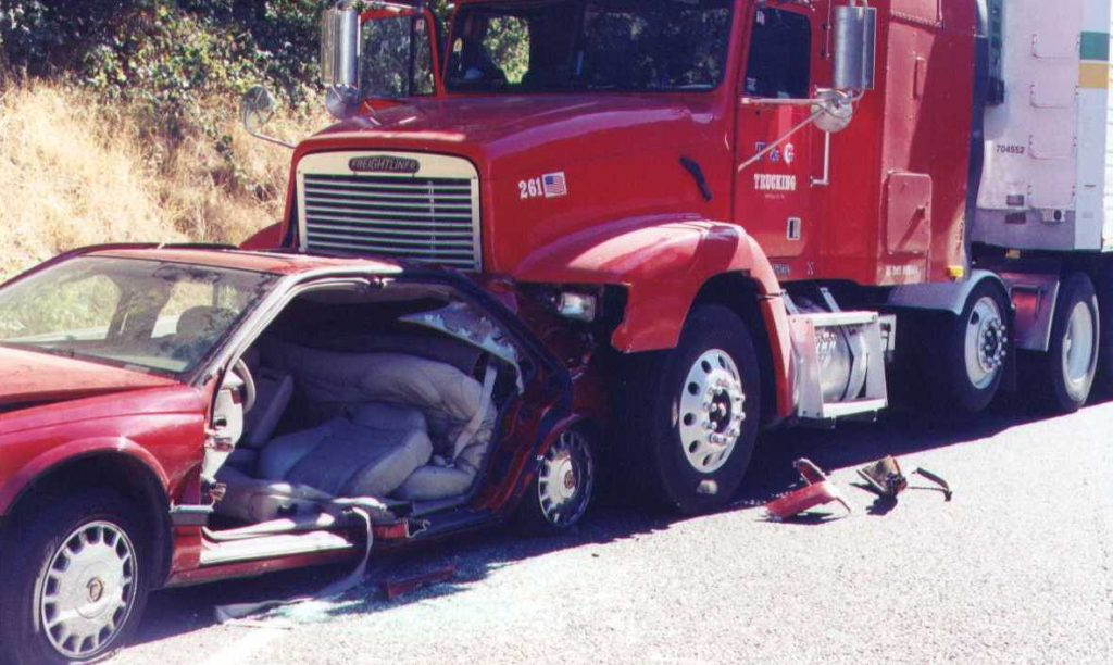 El Mejor Bufete Legal de Abogados de Accidentes de Semi Camión, Abogados Para Demandas de Accidentes de Camiones Cudahy California