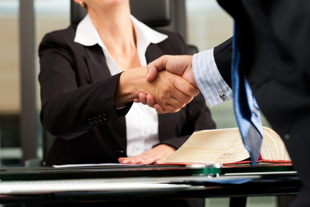 La Mejor Firma Legal de Abogados en Español de Acuerdos en Casos de Compensación Laboral, Mayor Compensación de Pago Adelantado en Cudahy California